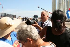 Lo que si llegaron fueron los periodista buscando la foto tras la barrera